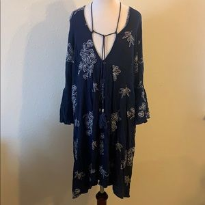 5/$25 Boutique Blue Floral Embroidered Dress